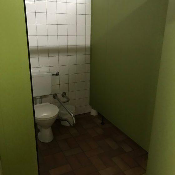 3-6 Toiletten je Geschlecht teilweise auch behinderten gerecht.