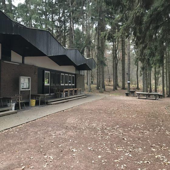 Die Ansicht des Hauses von der Auffahrt.