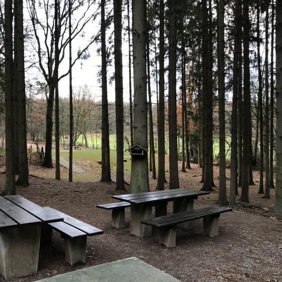 Der Blick von der Tischtennisplatte zum Fußball- & Zeltplatz.